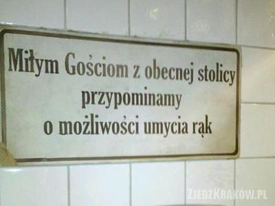 Kompania Kuflowa Pod Wawelem - Toaleta - tablica informująca o myciu rąk