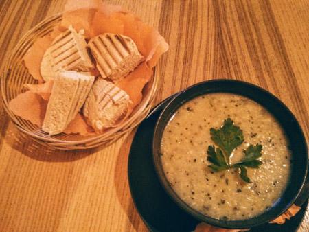 Grill Bar Laila zupa chleb