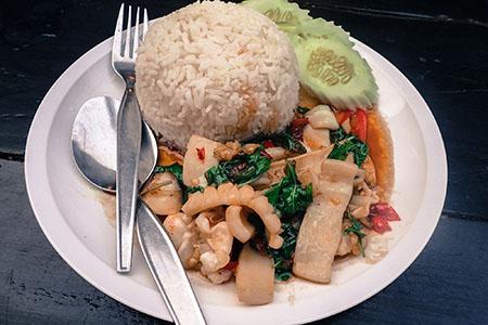 Tajlandia: TIPS & TRICKS Czerwone Curry z kalmarem (Krabi Town)